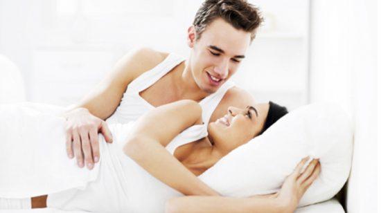 El herpes ocasionalmente no presenta síntomas y la persona infectada se lo transmite a su pareja sin saberlo.